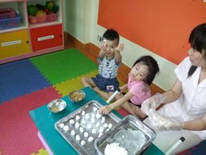 Tổ chức cho bé làm bánh Trôi, bánh Chay