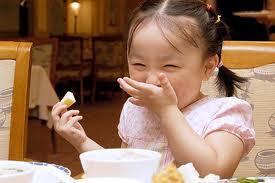 Đảm bảo an toàn cho bé khi ăn
