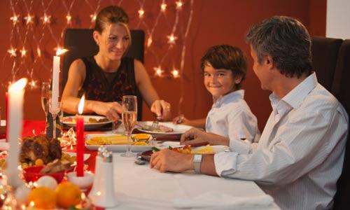 Giáo dục con trong giao tiếp, đặc biệt là thói quen trong bữa ăn